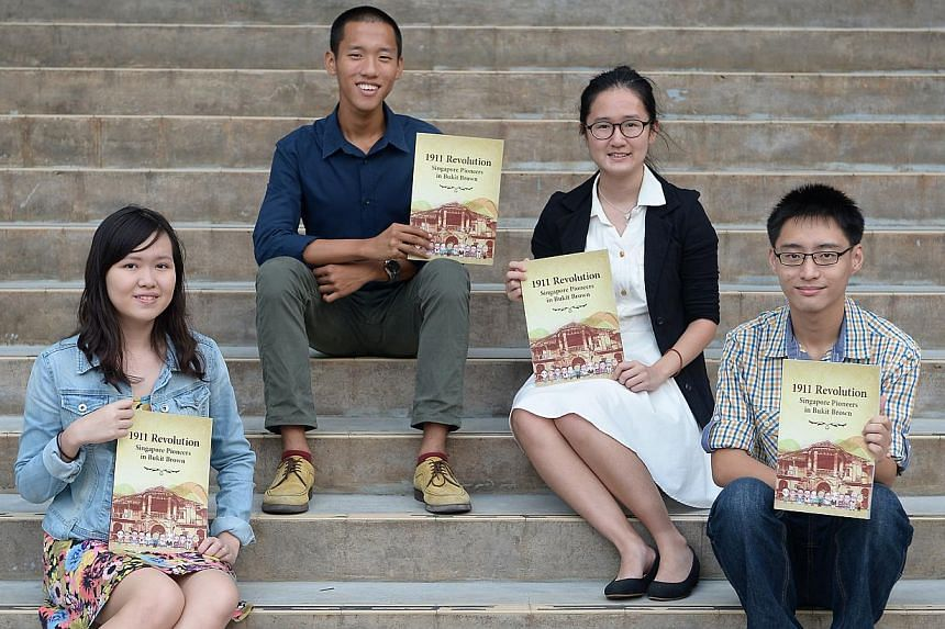 Ex-Pioneer JC students (from left) Dilys Eng, 18; Gabriel Lim; Lim Hyesu; and Calvin Yeo, 18. They are among the team of 23 students who put together the book on contributions of 12 Singapore pioneers. -- ST PHOTO: NG SOR LUAN