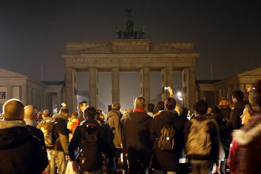 The Brandenburger Tor gate is pictured during Earth Hour in Berlin March 29, 2014. -- PHOTO: REUTERS