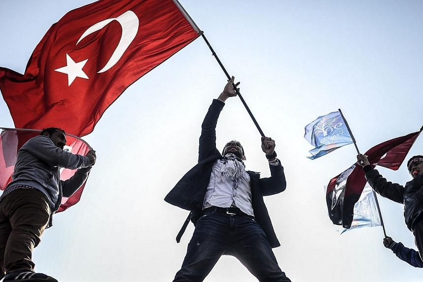 Supporters of Turkey's main opposition Republican People's Party (CHP) wave Turkish and party flags during an election rally at Kadikoy in Istanbul on March 29, 2014. Six people were killed on Sunday in clashes between groups backing rival candidates