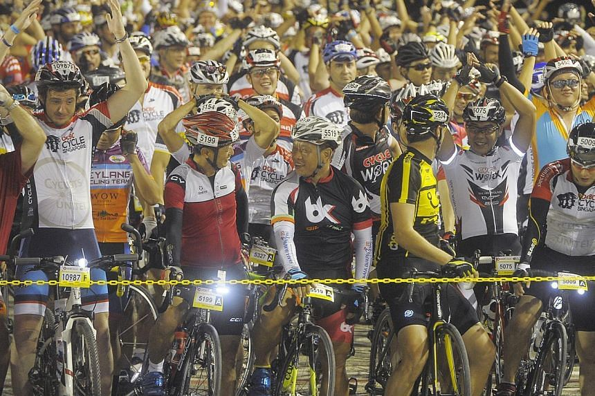 Cyclists assembling on the F1 track for the The Business Times Charity Challenge of the OCBC Cycle Singapore 2014. -- BT PHOTO:JOSEPH NAIR