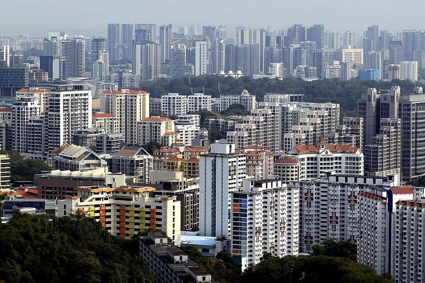 Housing Board resale flat prices fell 1.5 per cent in the first three months of the year from the prices in the previous quarter. -- ST FILE PHOTO: CHEW SENG KIM