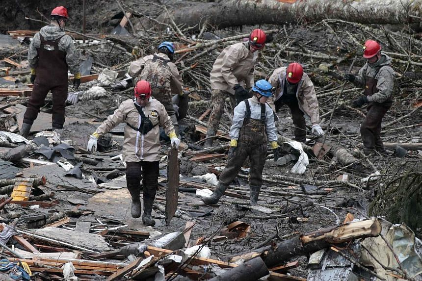 Workers search for victims in a massive mudslide in Oso, Washington, on March 28, 2014. -- FILE PHOTO: REUTERS