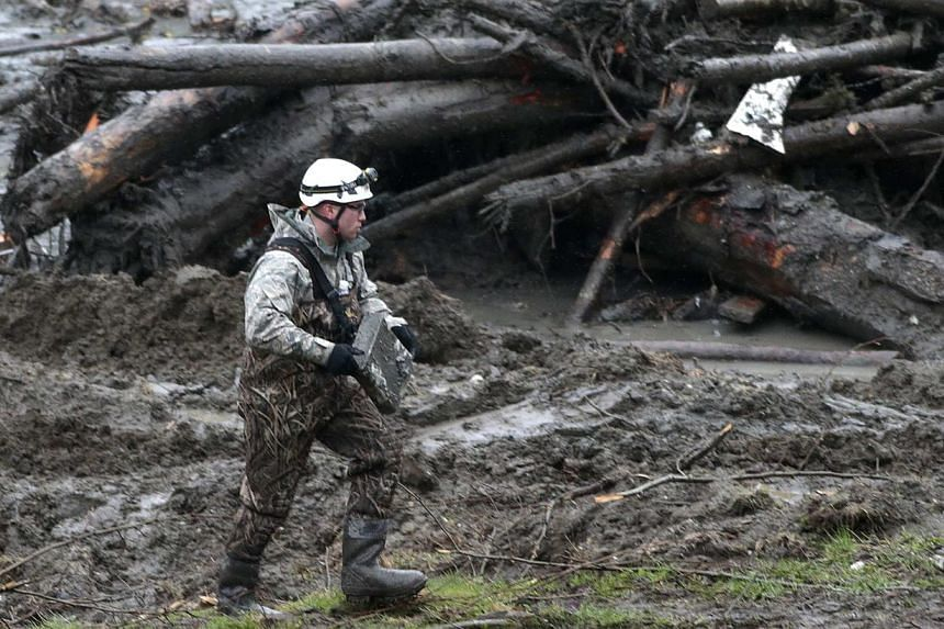 A worker carries a case found in a massive mudslide in Oso, Washington, on March 28, 2014. -- FILE PHOTO: REUTERS
