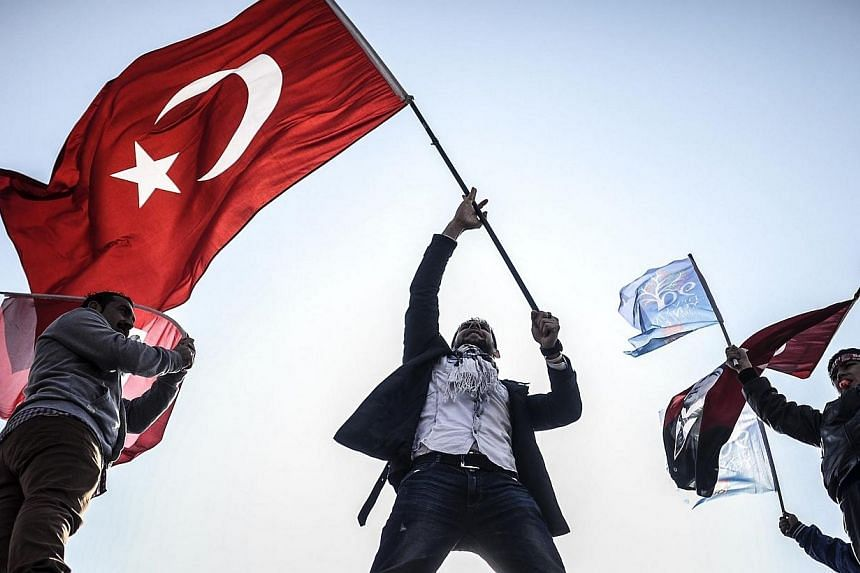 Supporters of Turkey's main opposition Republican People's Party (CHP) wave Turkish and party flags during an election rally at Kadikoy in Istanbul on March 29, 2014.Turkey's telecoms authority lifted a two-week-old ban on Twitter on Thursday,