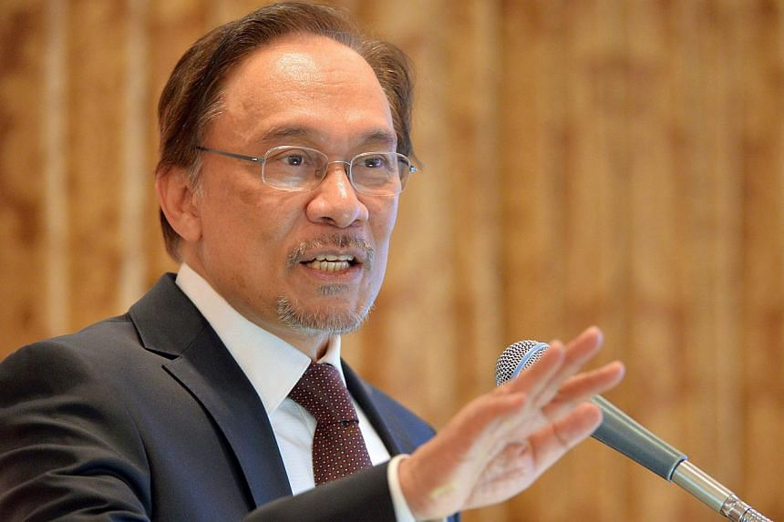 Malaysian opposition leader Anwar Ibrahim on April 4, 2014 accused the government of hiding information on missing flight MH370. -- FILE PHOTO: AFP