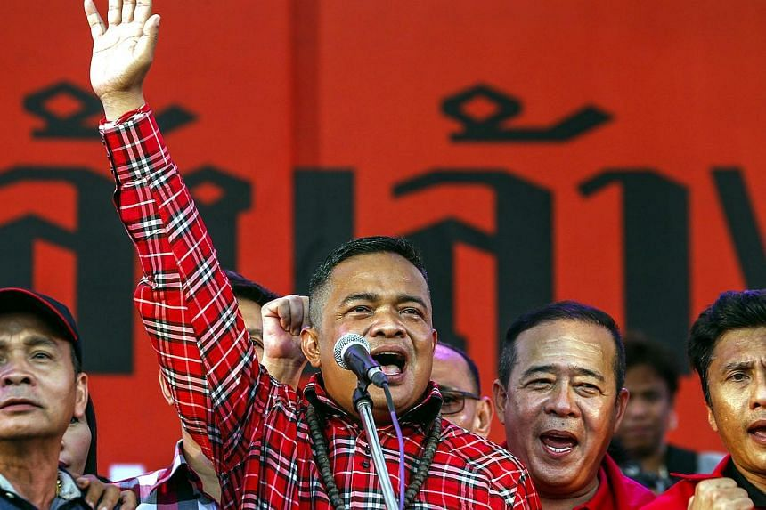 """Pro-government """"red shirt"""" protest leader Jatuporn Prompan (C) greets his supporters during a rally in Nakhon Pathom province on the outskirts of Bangkok, April 5, 2014. Tens of thousands of supporters of Thai Prime Minister Yingluck Shinawatra demon"""