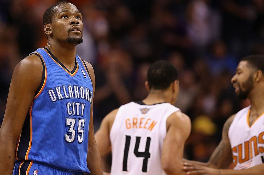 Kevin Durant #35 of the Oklahoma City Thunder reacts after Gerald Green #14 of the Phoenix Suns scored a basket during the first half of the NBA game at US Airways Center on April 6, 2014 in Phoenix, Arizona. -- PHOTO; AFP