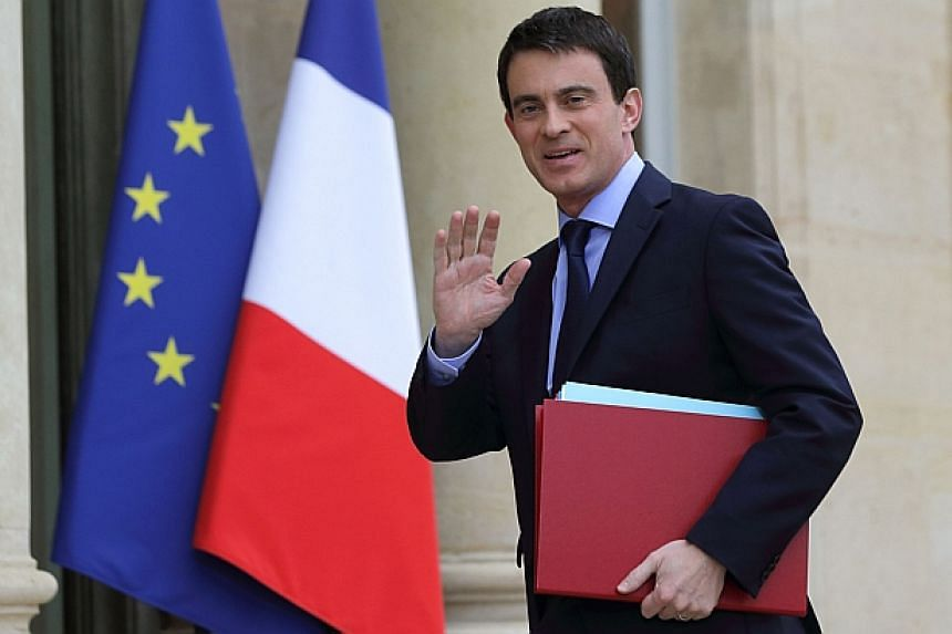 France's Prime Minister Manuels Valls arrives for the first cabinet meeting of the new government at the Elysee Palace in Paris, April 4, 2014. France's new Prime Minister Manuel Valls faces his first major challenge on Tuesday as he makes a hig