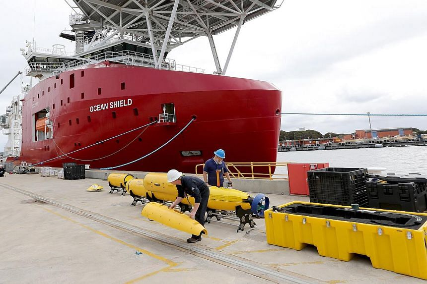 Workers assembling a Blue Fin 21 automatic Underwater Vehicle, an autonomous sonar mapping device, at naval base HMAS Stirling on Garden Island, 60km south of Perth on March 30, 2014. -- FILE PHOTO: AFP