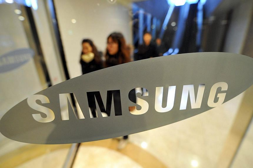 Samsung Electronics on Tuesday posted estimated first quarter operating profits of 8.4 trillion won (S$10 billion), marking a second straight year-on-year decline as growth in smartphone sales slow. -- FILE PHOTO: AFP