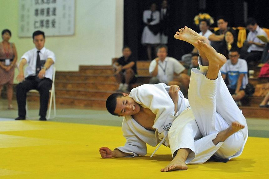 Hui Si Jian from HCI competing against Dexter Tan from RI for the A Division Heavyweight Championship.Hwa Chong Institution (HCI) struck gold at the Schools National Judo individual finals as they claimed 13 out of the 20 titles available to th