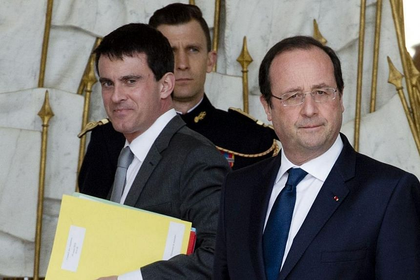 French Interior Minister Manuel Valls (left) and French President Francois Hollande leaving the Elysee Palace in Paris after the weekly cabinet meeting on March 19, 2014. Keen to ensure his ministers are paying attention, French President Francois Ho