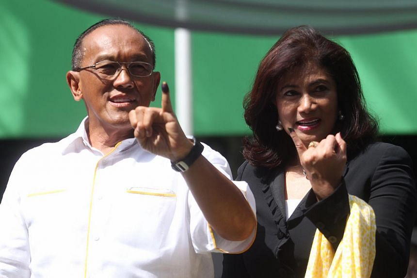 Golkar's presidential candidate Aburizal Bakrie and his wife showing their inked fingers after casting their votes at Menteng 02 Elementary School on polling day in Jakarta, Indonesia on 9 April 2014. -- ST PHOTO: KEVIN LIM