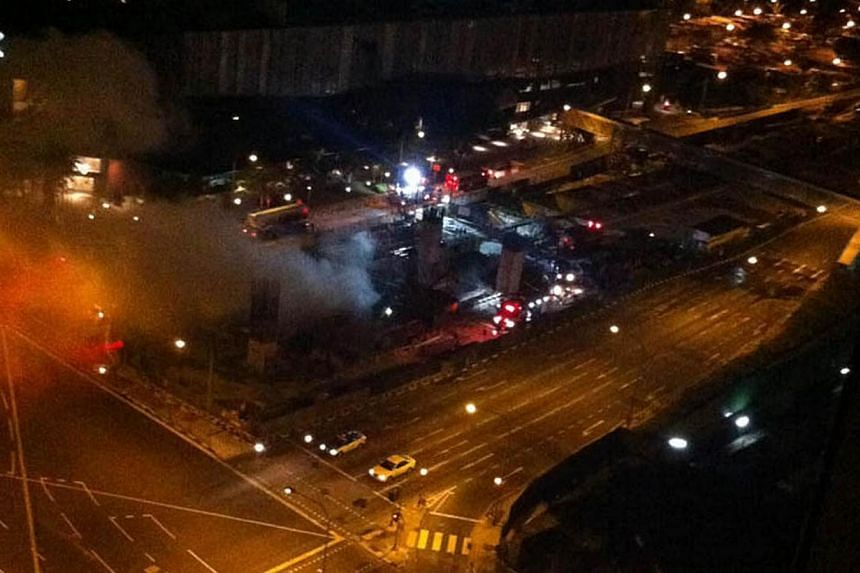 A fire broke out at a construction site in Bukit Panjang on Wednesday, April 9, 2014, sending plumes of grey smoke over the surrounding housing estates.-- PHOTO: HARDWAREZONE FORUMS