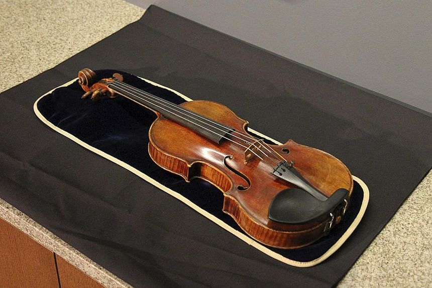 The 300-year-old Stradivarius violin that was taken from the Milwaukee Symphony Orchestra's concertmaster in an armed robbery is pictured in Milwaukee, Wisconsin at a news conference after it was recovered on Feb 6, 2014 . -- FILE PHOTO: REUTERS