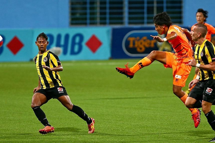 Great Eastern-Yeo's S-League 2014 - Albirex Niigata 2 vs Tanjong Pagar United 1.Anyone who loves football has been in real danger of piling on the kilos recently. -- ST FILE PHOTO:GAVIN FOO