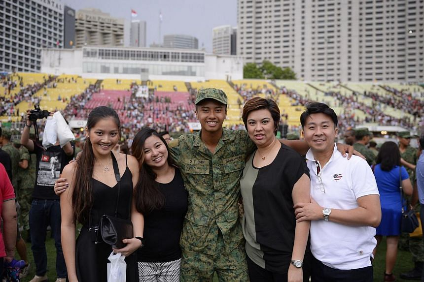 Graduating recruit Marcus Chin, who was selected for the national flag handover ceremony, with his family. -- ST PHOTO: MARK CHEONG