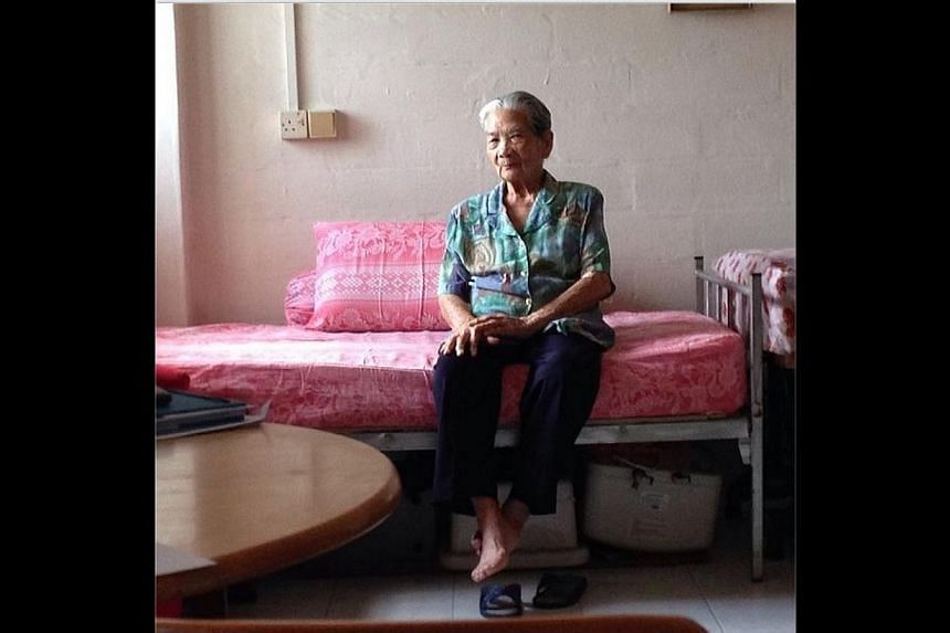 Madam Wong Ah Woon, 87, who used to work as a samsui woman. -- ST PHOTO: MARYAM MOKHTAR