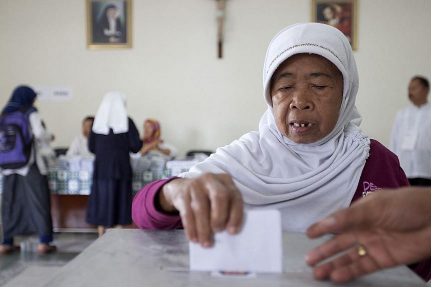 A Muslim woman casts her ballot at a polling station in a Catholic hospital in Yogyakarta on April 9, 2014. -- FILE PHOTO: REUTERS