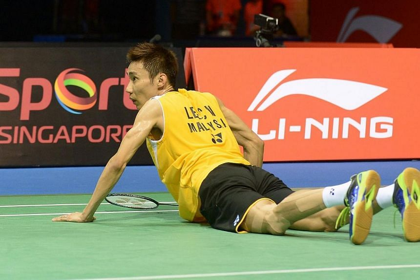 Defeated Lee Chong Wei of Malaysia falls to the ground in a match against Simon Santoso of Indonesia during the OUE Singapore Open badminton tournament men's final on April 13, 2014. -- PHOTO: AFP