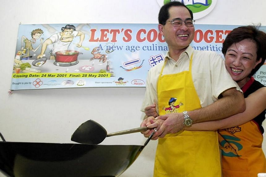 Trade and Industry Minister Lim Hng Kiang having a funcooking demonstration with his wife MdmLee Ai Boon.Madam Lee Ai Boon, the wife of Trade and Industry Minister Lim Hng Kiang, died on Saturday, April 12, 2014. -- FILE PHOTO:&nbsp