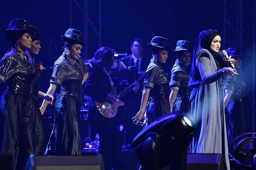 Malaysian singer Siti Nurhaliza's concert on Saturday, April 5, 2014, at the Star Theatre shows why she is still one of the marquee names in the regional Malay music industry close to two decades since she made her debut in the music business. -- ST