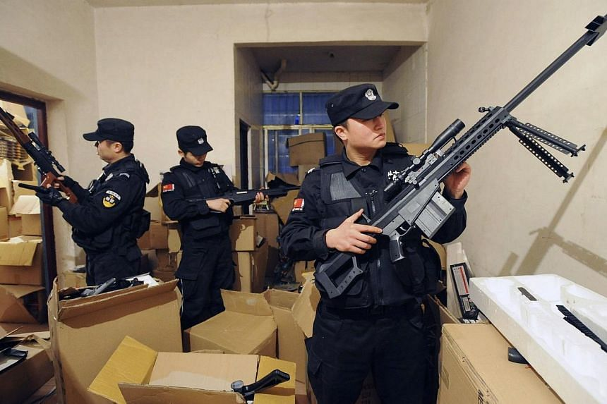 Police officers look at confiscated replica guns after a siege at a warehouse in Shaodong, Hunan province March 1, 2014. -- PHOTO: REUTERS