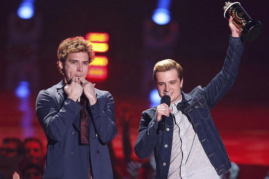 Sam Claflin (left) and Josh Hutcherson accept the award for Best Movie of the Year for The Hunger Games: Catching Fire at the 2014 MTV Movie Awards in Los Angeles, California, on April 13, 2014. -- PHOTO: REUTERS