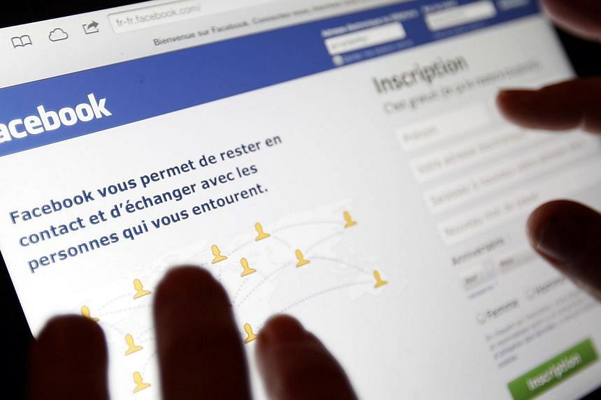 Facebook Inc is preparing to join the mobile-payments race with remittances and electronic-money services on the social network, the Financial Times reported on Sunday, April 13, 2014, citing several people involved in the process. -- FILE PHOTO: REU