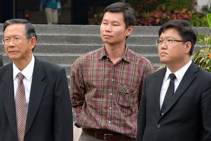 Bernard Lim (centre) with his lawyers, Mr Lawrence Ang (left) and Mr Eric Tin at the sub courts on March 12, 2014. -- ST PHOTO: LIM SIN THAI