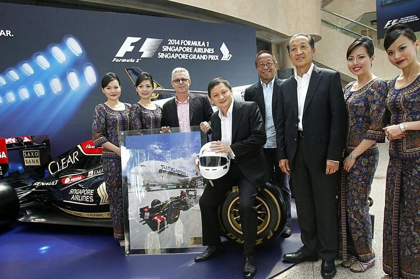 From left to right in black suits, Mr Michael Roche, Executive Director of Singapore GP, Mr Goh Choon Phong, Singapore Airlines CEO, Mr Ong Beng Seng from Singapore GP and Mr Stephen Lee, Chairman of Singapore Airlines, take a group photo with