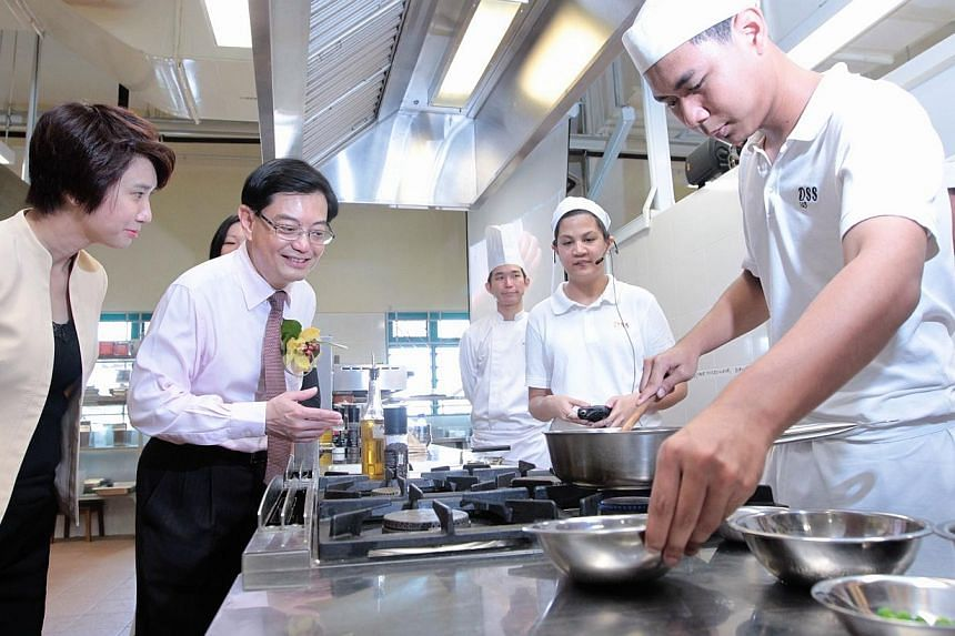 Minister for Education Mr Heng Swee Keat (second from left) and Parliamentary Secretary for the Ministry of Social and Family Development Ms Low Yen Ling (extreme left) watch as Delta Senior School students Ms Samantha Jade C Padilla (second from rig
