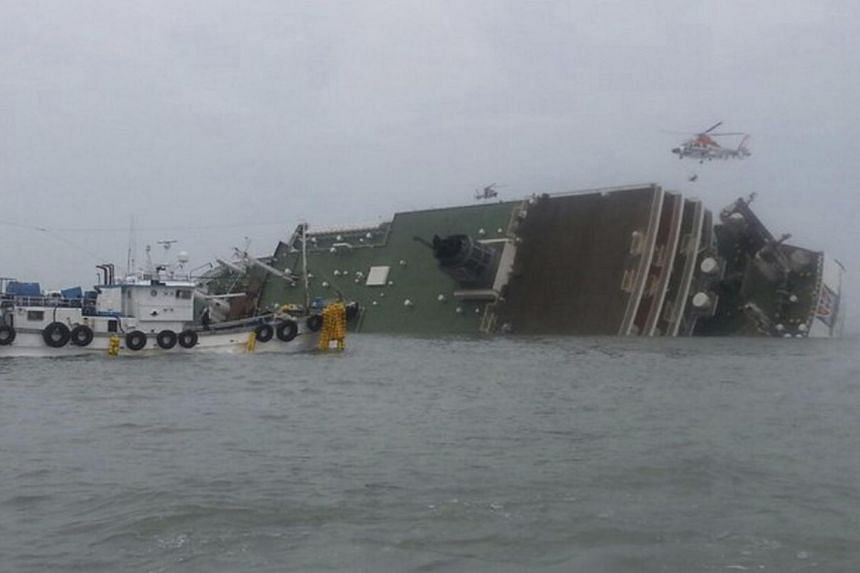 A South Korean passenger ship (centre) that has been sinking is seen at the sea off Jindo April 16, 2014. -- PHOTO: REUTERS