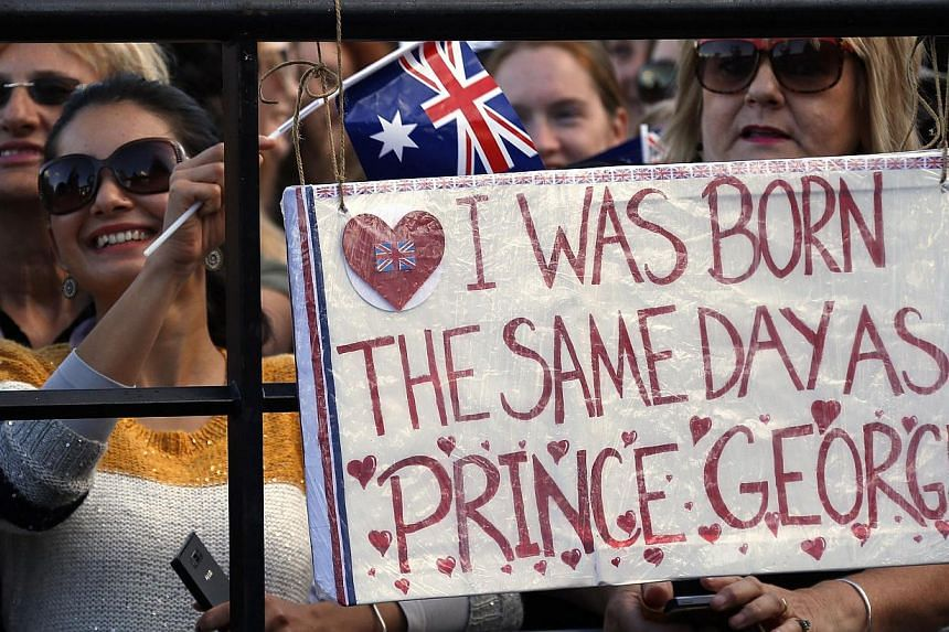 Members of the crowd wait for the arrival of Britain's Prince William and his wife Catherine, the Duchess of Cambridge, at the Sydney Opera House, on April 16, 2014. -- PHOTO: REUTERS