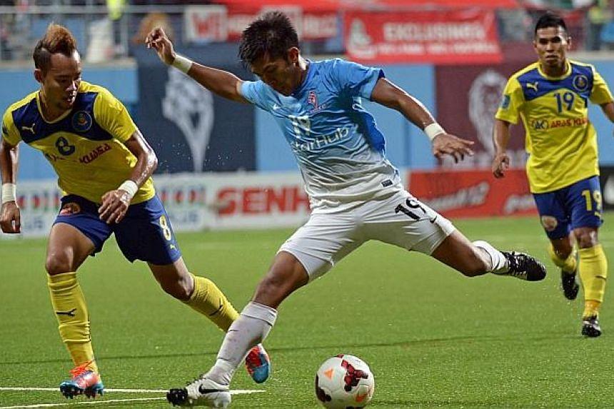 LionsXII's Khairul Amri attempts to score as Pahang defender Azidan Sarudin marks him. -- ST PHOTO: DESMOND WEE