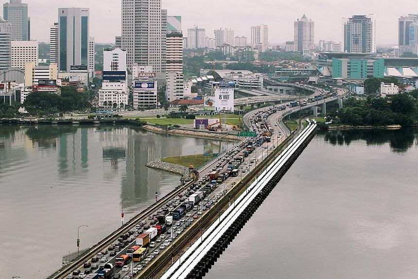 Heavy traffic expected at the Woodlands and Tuas checkpoints between April 17 and 20 because of the Good Friday public holiday. -- BH FILE PHOTO: MOHD KHALID BABA