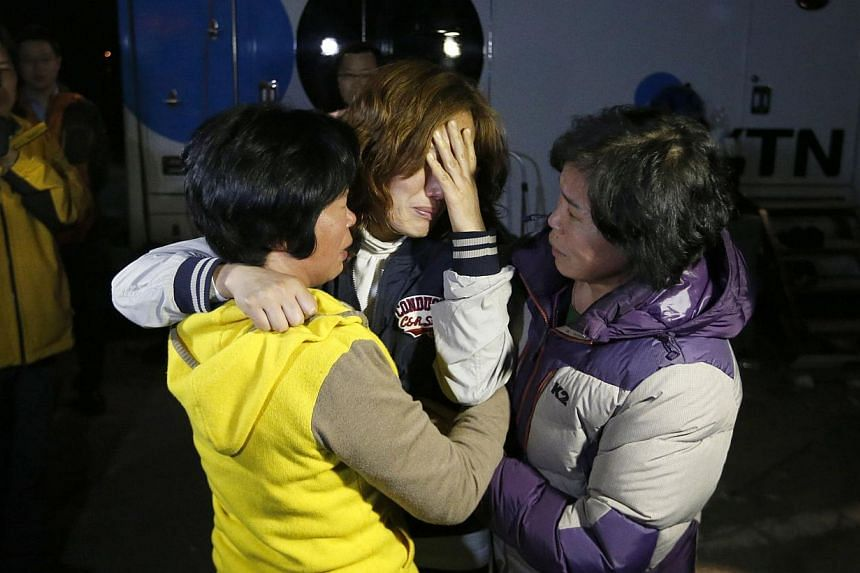 Family members of missing passengers who were on a South Korean ferry Sewol which sank in the sea off Jindo cries as she waits for a rescue team's arrival at a port where family members of missing passengers gathered in Jindo on April 16, 2014. -- PH
