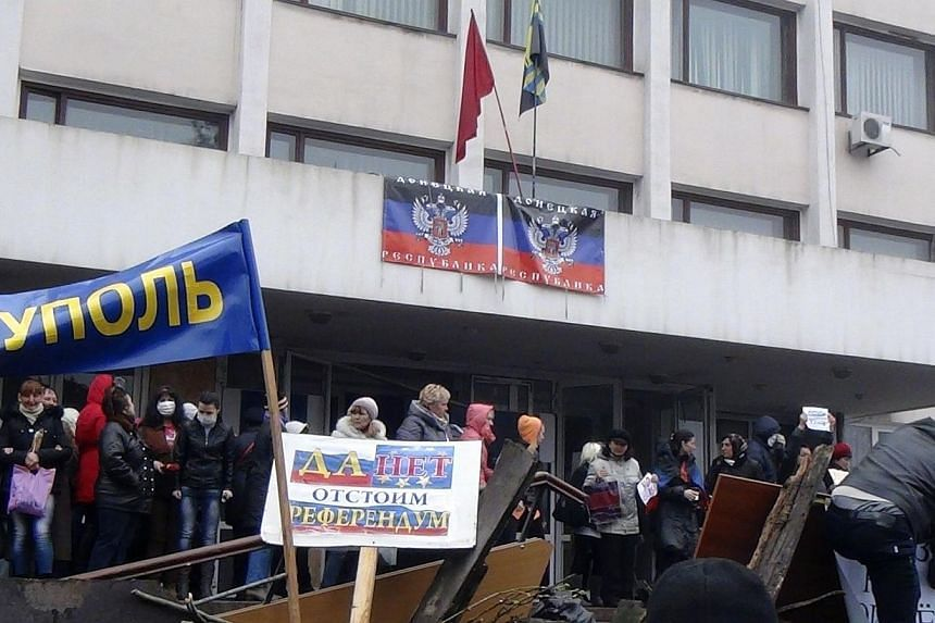 Protesters hold a rally outside the mayor's office in Mariupol on April 13, 2014. Ukrainian troops repelled an overnight attack on their base in Mariupol, killing three of the assailants and wounding 13, Interior Minister Arsen Avakov said on Th