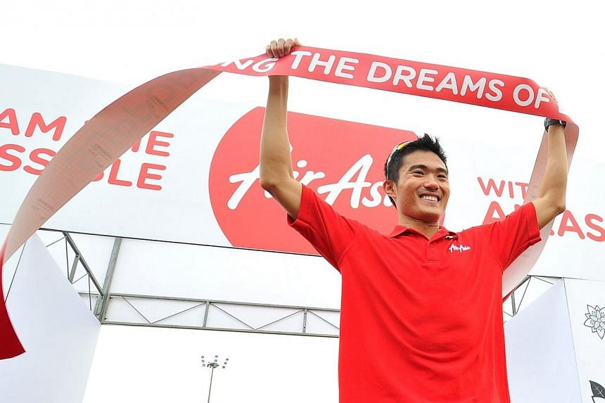 Singapore's top marathoner Mok Ying Ren has secured a sponsorship deal with AirAsia in his run-up to try and qualify for the 2016 Rio de Janeiro Olympics. -- ST PHOTO:LIM YAOHUI