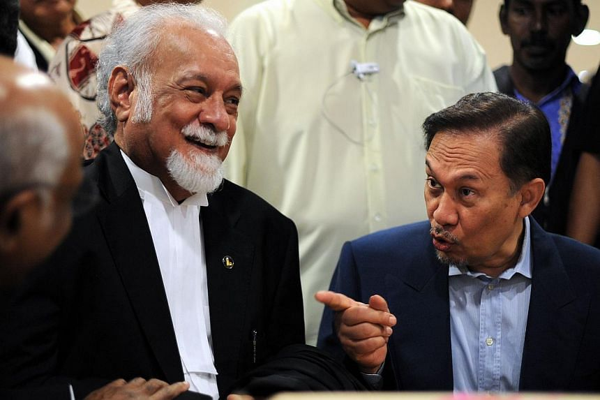 Lawyer Karpal Singh (left) with Malaysian opposition leader Anwar Ibrahim at a cafeteria in Kuala Lumpur during a break on Anwar's ongoing sodomy trial on Aug 9, 2010. -- FILE PHOTO: AFP