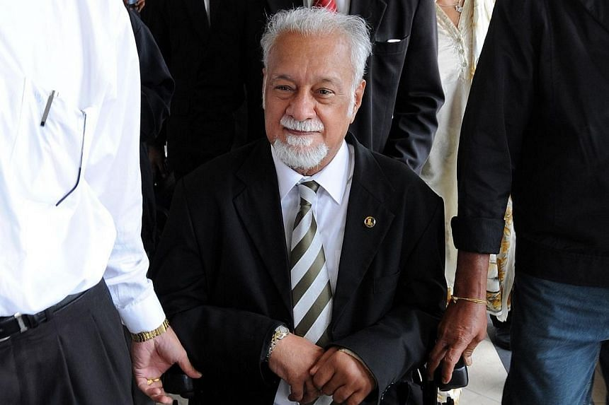 Malaysian opposition veteran and lawyer Karpal Singh (centre) leaves a court room on his wheel chair in Kuala Lumpur on March 17, 2008. -- FILE PHOTO: AFP