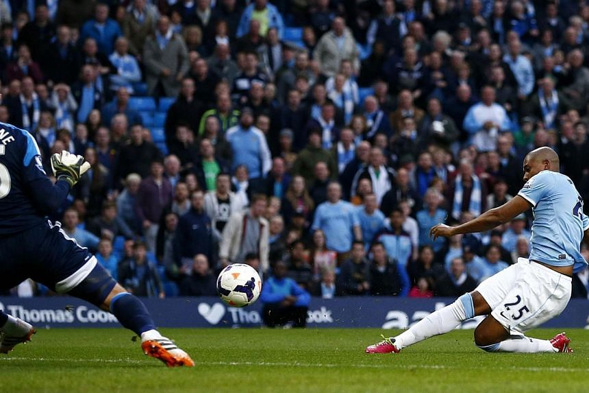 Manchester City's Fernandinho (right) scores a goal during their English Premier League match against Sunderland at the Etihad stadium in Manchester on April 16, 2014. -- PHOTO: REUTERS