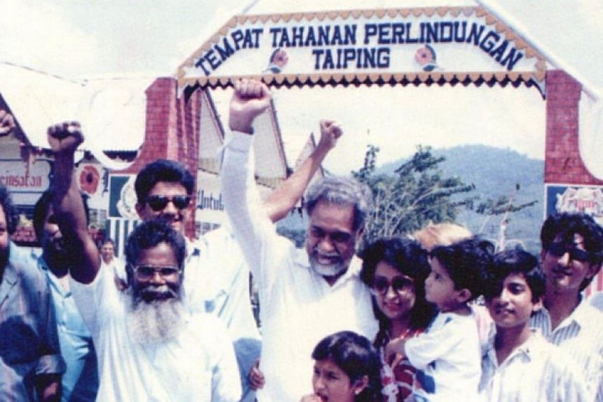 Karpal Singh celebrates with his family and supporters after his release from ISA detention in 1989.-- FILE PHOTO: THE STAR/ ASIA NEWS NETWORK