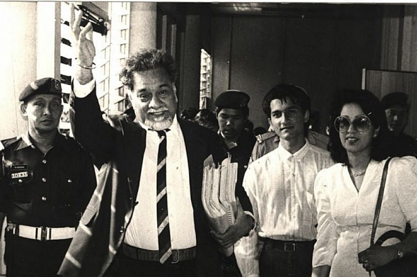 1989: Karpal Singh waving to friends after leaving the courtroom with his wife Gurmit Kaur and son Jagdeep (second from right).-- FILE PHOTO: THE STAR/ ASIA NEWS NETWORK