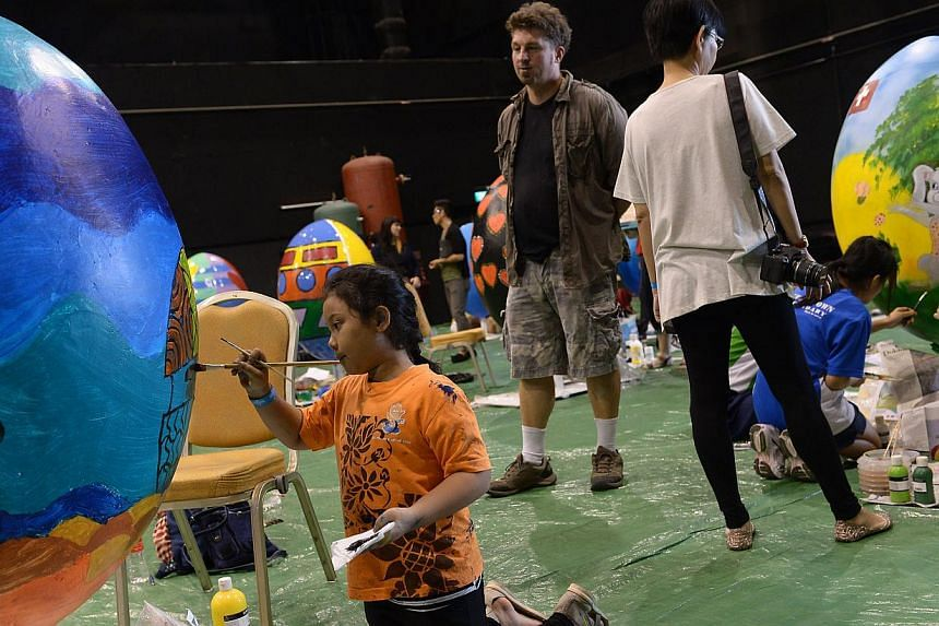 Sharifah Shakila, nine, from the Little Arts Academy working on her Easter egg, Oceanariums Family.-- ST PHOTO: NG SOR LUAN