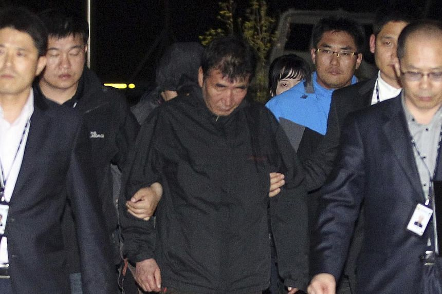 Lee Joon-Seok (C), captain of the South Korean ferry Sewol which capsized on Wednesday, arrives at a court in Mokpo April 18, 2014. The vice-principal of a South Korean high school who accompanied hundreds of pupils on the ferry that capsized has com