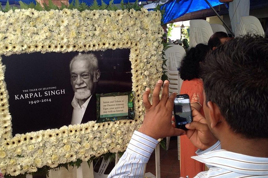 Members of the public came to pay their respects to the late lawyer and veteran politician Karpal Singh at his home in Penang on 18 April 2014.The Chief Minister of Malaysia's Penang state, Mr Lim Guan Eng, suggested on Saturday that a promenad