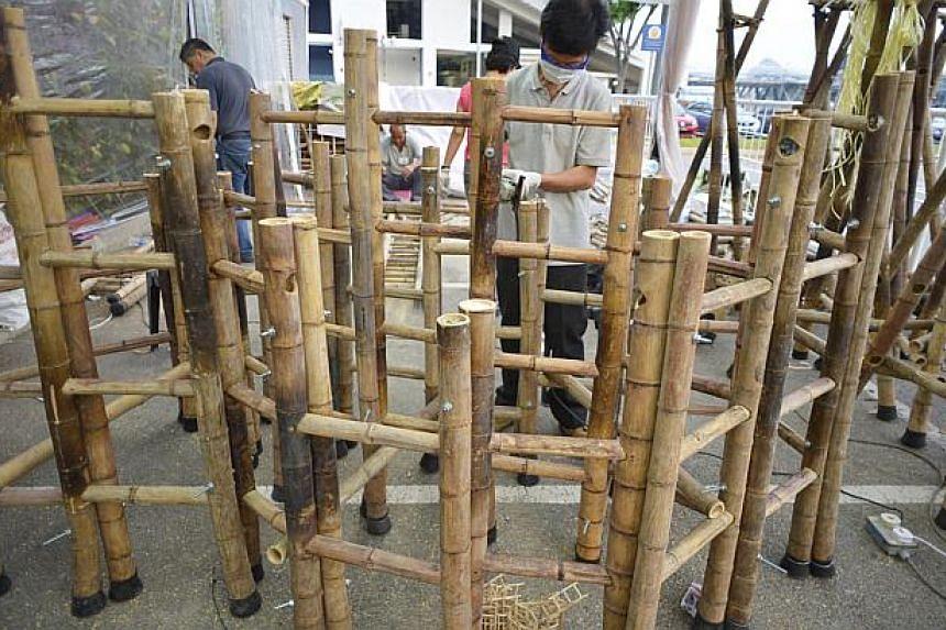 Artist Zhang Wei at work on the sculpture. -- ST PHOTO: ASHLEIGH SIM