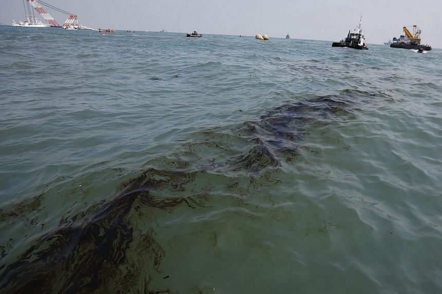 Leaked oil is seen on the surface of the sea near the site where the capsized passenger ship Sewol sank in the sea off Jindo April 20, 2014. The ill-fated Sewol ferry's crew might have delayed evacuating the passengers despite repeated instructi