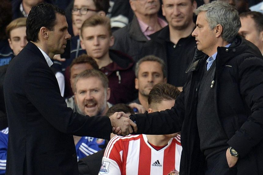 Chelsea's manager Jose Mourinho (right) shakes hands with his Sunderland counterpart Gus Poyet after their English Premier League match at Stamford Bridge in London, April 19, 2014.-- PHOTO: REUTERS